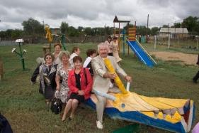 Детская площадка реализованная советом ТОС в с.Крапивинское Волгоградской области