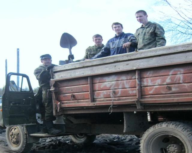 Молодежь помогала в ремонте дороги