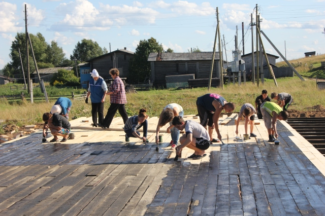 Обработка древесины - один из важных этапов строительства площадки