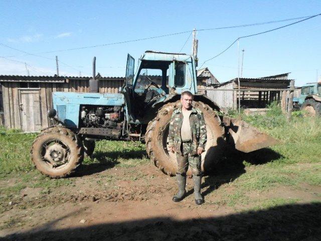 На помощь пришли и местные трактористы