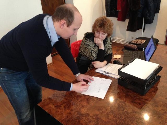 Дмитрий и Ирина Александровна глава сп.Вольдино Усть-Куломского района над чем то очень увлеченно работают.