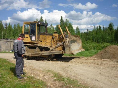2. Пригнали трактор для разравнивания